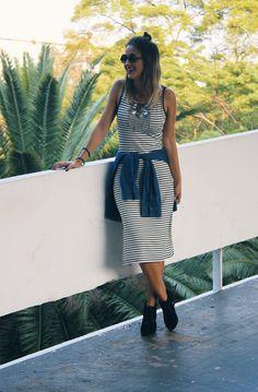 looksly - Paula do Walking on the Street com vestido midi listrado do Alto Verão 2016
