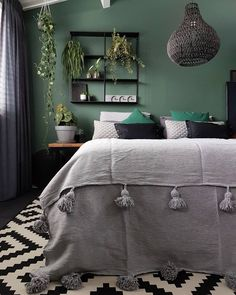 14 Fabulous Rustic Chic Bedroom Design and Decor Ideas to Make Your Space Special - The Trending House Gold Bedroom, Bedroom Green, Home Decor Bedroom, Charcoal Bedroom, Best Bedroom Paint Colors, Decoration, Yahoo Beauty, Pune, Plant Hanger