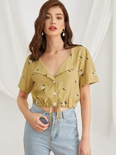 To find out about the Ditsy Floral Print Drawstring Hem Blouse at SHEIN, part of our latest Blouses ready to shop online today! Blouse Fleurie, Fashion News, Fashion Outfits, Summer Outfits, Cute Outfits, Printed Blouse, Cute Tops, Aesthetic Clothes, Blouse Designs