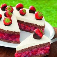 strawberry jelly cake