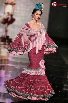 Belly Dancing Classes In San Antonio Flamenco Costume, Flamenco Dresses, Gypsy Women, Spanish Dancer, Belly Dancing Classes, Mode Simple, Fantasy Gowns, Dress Sewing Patterns, Pattern Sewing