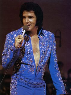 Elvis on stage at the Hilton in september 4 , 1972.
