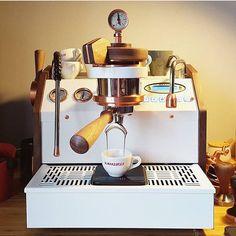 44 vind-ik-leuks, 1 reacties - CollectionHenkLangkemper (@henklangkempercollection) op Instagram: 'On my way to London Coffee Festival launch from @specht_design customising La Marzocco…'