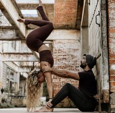 Couples Yoga Poses, Acro Yoga Poses, Hatha Yoga, Yoga Inspiration, Yoga Fitness, Couple Goals Tumblr, Beautiful Yoga Poses, Couple Goals Cuddling, Gymnastics Workout
