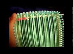 entretejiendo  en telar cuadrado Hairpin Lace, Asatru, Loom Patterns, Loom Knitting, Fiber Art, Hair Pins, Lana, Turquoise Bracelet, Craft Projects