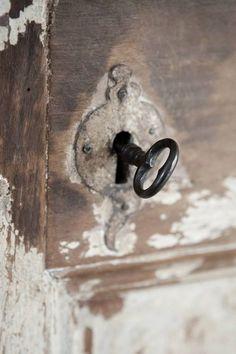 antigua llave en antigua puerta...mucho por descubrir