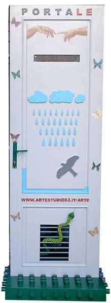 2004 Portale, legno dipinto, displey e materiali vari, cm 196x72x46
