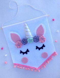 baby name mini banner Felt Crafts Kids, Felt Crafts Patterns, Diy Crafts For Kids, Diy Niños Manualidades, Felt Banner, Unicorn Crafts, Felt Fabric, Felt Toys, Unicorn Party