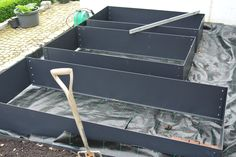 The Planter is supplied in an easy to construct kit and, depending on the size, can be built in as little as 15 - 20 minute. EverEdge steel planters can be made with a base if required.