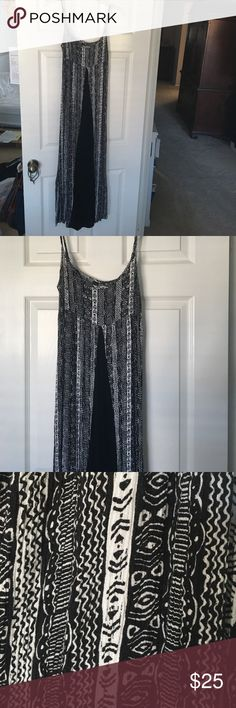 Black and white maxi dress Black and white maxi dress with adjustable straps Dresses Maxi