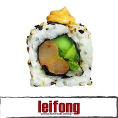 Leifong Roll  (Camarón, aguacate, cebollin, pepino y chile chino con topping de mayonesa picante)  #leifong #sushi   Tel. 2563-7541