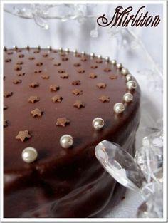 Gâteau d'anniversaire au chocolat et framboises