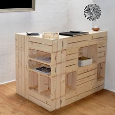 Reception desk adjustable according to each space Boutique Decor, Boutique Interior, Salon Design, Deco Design, Design Design, Store Interiors, Adjustable Desk, Office Workspace, Diy Pallet Projects
