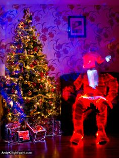 25 Wonderful Christmas Light Painting Images by Darren Rowse via via digital-photography-school ... amazing images