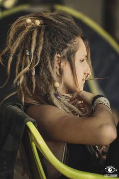 side cut with dreads. Hippie Dreads, Dreads Girl, Hippie Hair, Pretty Dreads, Beautiful Dreadlocks, Dreadlock Beads, Dreadlock Styles, Dreadlock Hairstyles, Messy Hairstyles