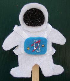Crack of Dawn Crafts: Astronaut Felt Finger Puppets w/pattern
