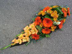 Funeral Tributes, Cemetery Flowers, Diy Garden Projects, Fresh Flowers, Flower Arrangements, Decoration, Floral Wreath, Wreaths, Plants