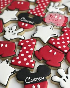 Mickey Mouse! Makes me want to go to Disney World! #customcookies #bakedsugarbakery #sugarcookies #cookiecutter #royalicing #decoratedsugarcookies #tylertexas #tylertx #visittyler . Cookie cutters by @sinfulcutters