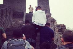 Bieber Makes Bodyguards Carry Him Up The Great Wall Of China