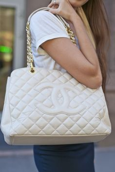 Not crazy about white bags but I like this one