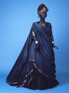 Fashion: Costumes, Movies, etc. Costume designed by Philip Prowse for the 1984 production of Phèdra Medieval Dress, Medieval Fantasy, Renaissance Dresses, Medieval Fashion, Dark Fantasy, Historical Costume, Historical Clothing, Costume Original, Mode Costume