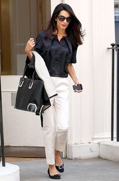 Check out 14 summer work outfit ideas from Amal Clooney that are impeccable and fairly refined with her style. Lawyer Fashion, Office Fashion, Work Fashion, Curvy Fashion, Fashion Photo, Street Fashion, Fall Fashion, Fashion Trends, 30 Outfits