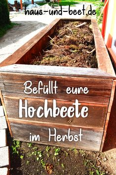 Wie werden Hochbeete befüllt Raised beds fill in the fall: Learn here: filling high beds, planting r Making Raised Beds, Plants For Raised Beds, Building Raised Garden Beds, Raised Beds Bedroom, Stone Raised Beds, Raised Bed Frame, High Beds, Balcony Flowers, Planting Plan