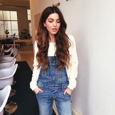 Pin for Later: Beiseite mit den Jeans: 12 neue Ideen Pullis zu tragen Unter einer Latzhose