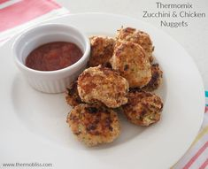 Thermomix Chicken and Zucchini Nuggets. These are perfect snacks or party foods, and great for sneaking veggies into kids dinners! You can make these in advance and freeze them until it's time to cook, simply thaw and pop them in the oven. Mince Recipes, No Carb Recipes, Cooking Recipes, Lunch Box Recipes, Baby Food Recipes, Great Recipes, Family Meals, Kids Meals, Desserts Thermomix