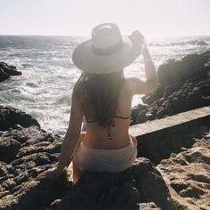 ¡Cuando tu mente está en lugar diferente que tu cuerpo! 🙈😎🤘🏻 ¿Os ha pasado esto alguna vez? 😂😂😂 #necesitovacaciones  #summer #playa #fashionblogger #goodvibe #summerforever🖤ThePrincessInBlack🖤