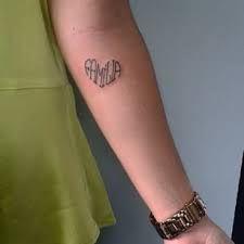 Resultado de imagem para tatuagem escrita em forma de coracao