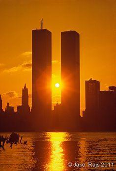 Check out this beautiful photo - Sunrise Between Twin Towers, World Trade Center, designed by Minoru Yamasaki, International Style II World Trade Towers, World Trade Center Nyc, Trade Centre, Photographie New York, Beautiful Places, Beautiful Pictures, 11. September, City That Never Sleeps, Beautiful Sunrise