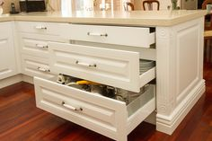 Traditional kitchen. Return bench with drawers plus hidden drawer. www.thekitchendesigncentre.com.au