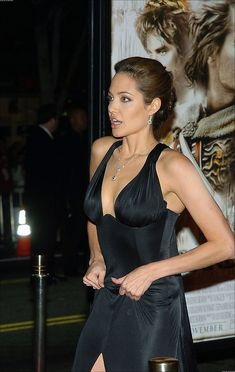 Angelina Jolie Makeup, Angelina Jolie Pictures, Brad Pitt And Angelina Jolie, Angelina Jolie Photos, Jolie Pitt, Classic Beauty, Hollywood Actresses, Most Beautiful Women, Kate Middleton