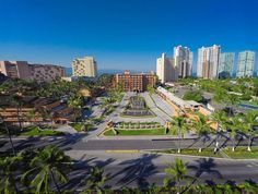 Do you think you are staring and Oasis? No, it is Villa del Palmar Vallarta and it is real! Puerto Vallarta Vacations, All Inclusive Deals, European Plan, Spring Break Vacations, Leading Hotels, Winter Is Here, Resort Spa, Beach Resorts, Great Places