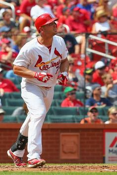 Matt Holliday hits a solo home run in the fourth inning against the Cubs. Cards won 9-6. 8-31-14