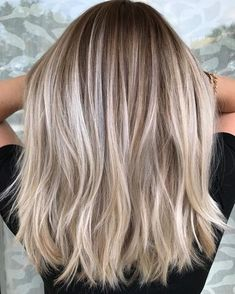 Visit for more 45 Popular Short Shoulder Length Haircuts and Colors for Girls; hair colors 2018 The post 45 Popular Short Shoulder Length Haircuts and Colors for Girls;medium length hai appeared first on frisuren. Hair Color 2018, Hair Color And Cut, Haircut And Color, Cool Hair Color, Medium Hair Styles, Short Hair Styles, Hair Medium, Ponytail Styles, Popular Haircuts