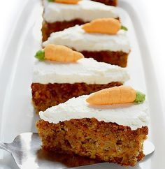 Moist Carrot Cake - diabetic friendly --This moist carrot cake with cream cheese frosting is not only tasty, but at the same time healthy, diabetic friendly, without added sugar, flourless and low in carbohydrates. 13 Desserts, Diabetic Desserts, Sugar Free Desserts, Sugar Free Recipes, Paleo Dessert, Gluten Free Desserts, Diabetic Recipes, Low Carb Recipes, Dessert Recipes