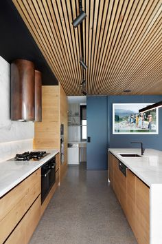 Designed by Finnis Architects, A modern bluestone clad family home on a corner site in Brighton, Australia. The Quarry house balances strong exterior. Design Room, House Design, Interior Design, Luxury Interior, Design Minimalista, Interior Minimalista, Kitchen Ikea, Kitchen Decor, Kitchen Stove