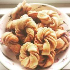 Zimtknoten - Kanelknuter im veganen Fastfoodstyle #vegan #zimtschnecken #kanelknuter #zimtknoten #zimt #cinamon #cinnamonrolls #zimtgebäck #pizzateig #vegancake #veganfoodporn #potd