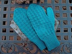 These fun, warm mittens are easy as pie. The Blueberry Pie Mittens are named after their garter stitch check pattern, which resembles the lattice-style crust our favorite blueberry baked good. Circular Knitting Patterns, Knitted Mittens Pattern, Dishcloth Knitting Patterns, Circular Knitting Needles, Knit Mittens, Knitted Gloves, Free Knitting, Knitting Socks, Knitting Designs