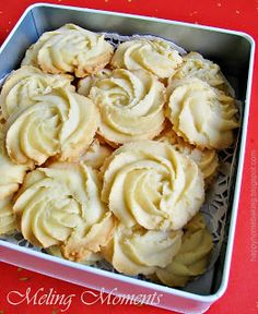 Happy Home Baking: A Box of Roses - Melting Moments Cookies Biscuit Cookies, Biscuit Recipe, No Bake Cookies, Yummy Cookies, Baking Cookies, Sugar Cookies, Cocoa Cookies, Galletas Cookies, Spritz Cookies