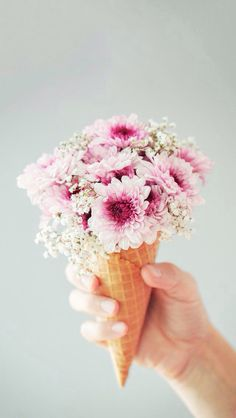 This flower cone is soooooo cute!! This is totally going to be my wedding bouquet!!!... JK! Well... Maybe...