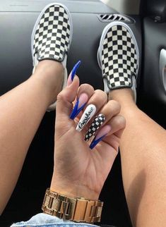 Very femine manicure, the color is gentle and the diamond glow makes it very luxurious. Aycrlic Nails, Swag Nails, Hair And Nails, Grunge Nails, Fire Nails, Best Acrylic Nails, Dream Nails, Birthday Nails, Cute Nail Designs