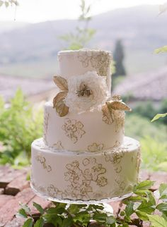 Gold and white cake designed by Maggie Austin | Photo by Rebecca Lindon