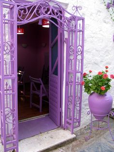 Purple door and arch way in Bodrum Turkey Purple Love, Purple Lilac, All Things Purple, Shades Of Purple, Purple Stuff, Purple Colors, Light Purple, Color Violeta, Color Lila