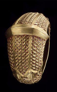 Indonesia | Bracelet; gold and rubies | Late 19th - early 20th century | Minangkabau people, West Sumatra || {GPA}