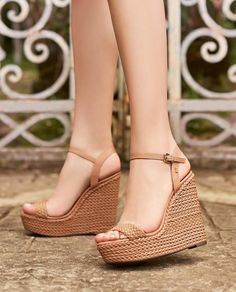 30 best summer shoes all women should buy in 2019 Informations About 30 besten Sommerschuhe, die all Shoes Heels Wedges, Women's Shoes, Wedge Shoes, Shoe Boots, Wedge Sandals Outfit, Shoes Style, Women's Sandals, Womens Shoes Wedges, Flat Shoes