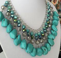 Collar de piedras y cristales turquesa