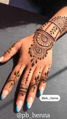 Very Simple Mehndi Designs, Pretty Henna Designs, Henna Tattoo Designs Simple, Arabic Henna Designs, Mehndi Designs Feet, Mehndi Designs For Girls, Mehndi Designs For Beginners, Mehndi Design Photos, New Bridal Mehndi Designs